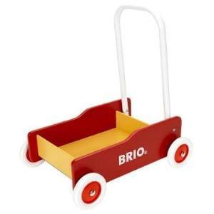 giv den røde Brio gåvogn til barnet
