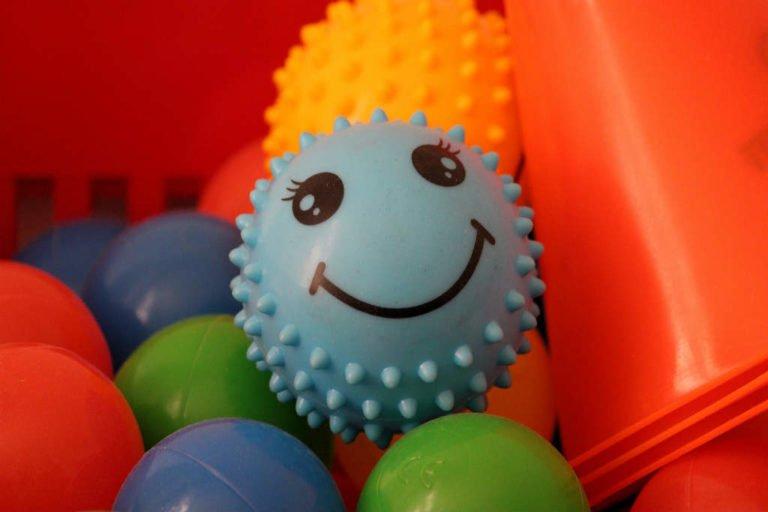 Opbevaring af legetøj i stue og på børneværelse